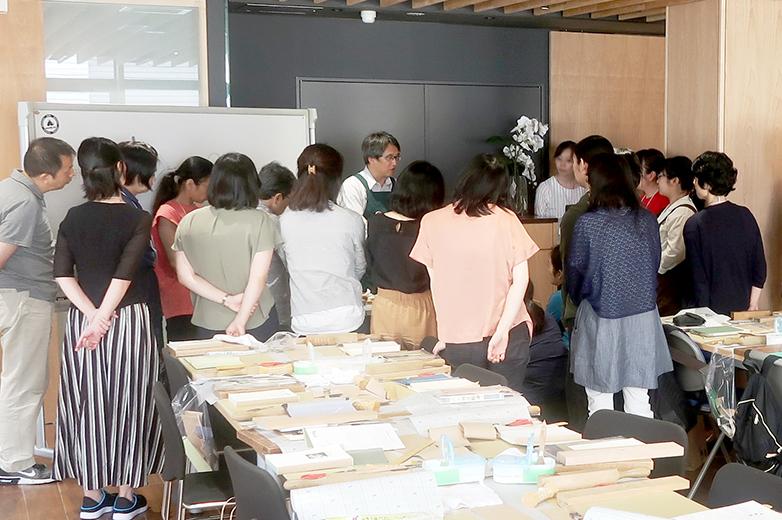 講師による実演©キハラ株式会社