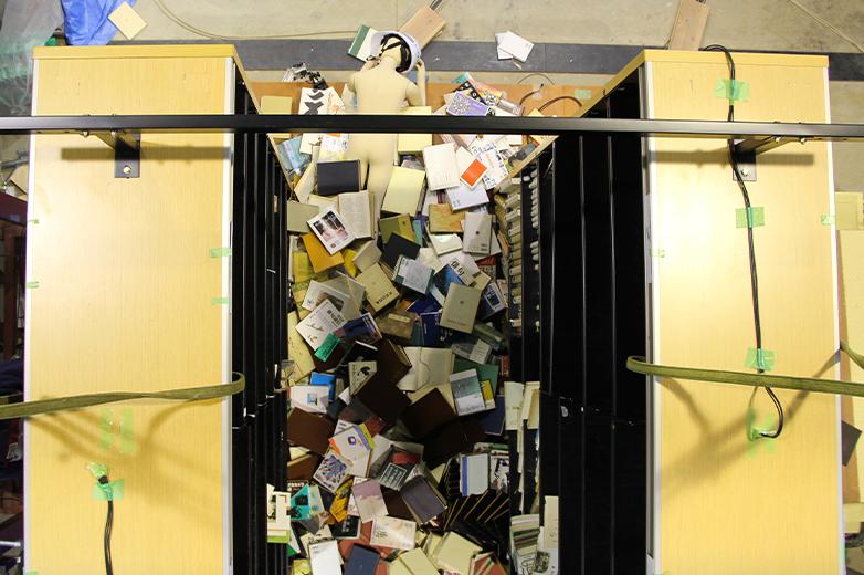 書架の通路間での振動実験動画©キハラ株式会社