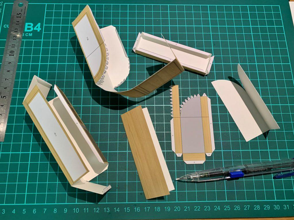 木製カウンターペーパークラフト作成中©キハラ株式会社